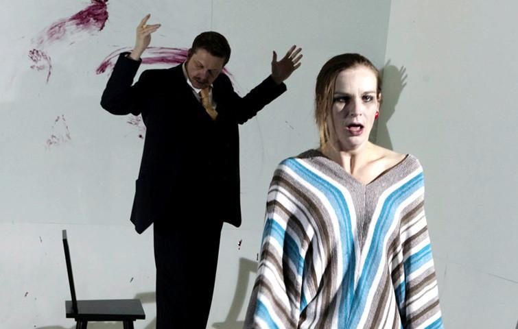 HEDDA GABLER, Stück von Henrik Ibsen in einer Inszenierung von Ludger Engels. Hedda Gabler: Katja Zinsmeister