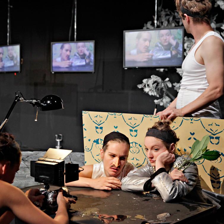 Orlando, nach einem Roman von Virginia Woolf in einer Inszenierung von Paul-Georg Dittrich. Orlando/Diverse: Katja Zinsmeister