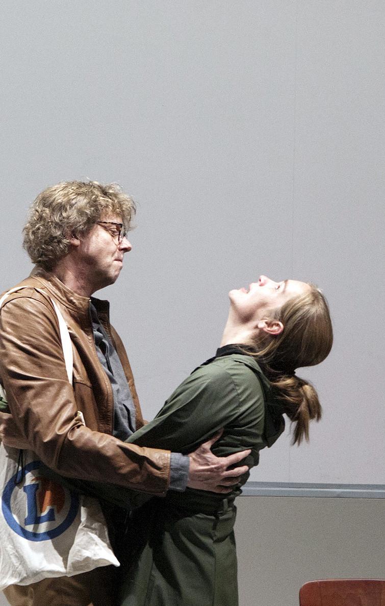 GIFT. EINE EHEGESCHICHTE, Stück von Lot Vekemans in einer Inszenierung von Ludger Engels. Sie: Katja Zinsmeister