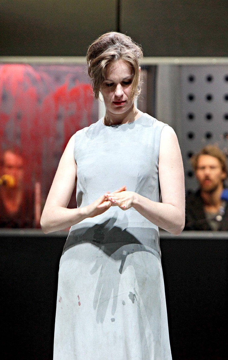 Macbeth, Drama von William Shakespeare in einer Inszenierung von Ludger Engels. Lady Macbeth: Katja Zinsmeister