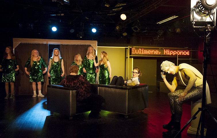 DER GROSSE MARSCH Stück von Wolfram Lotz am Theater Aachen der Inszenierung von Thorsten Bihegue. Rolle Schauspielerin: Katja Zinsmeister