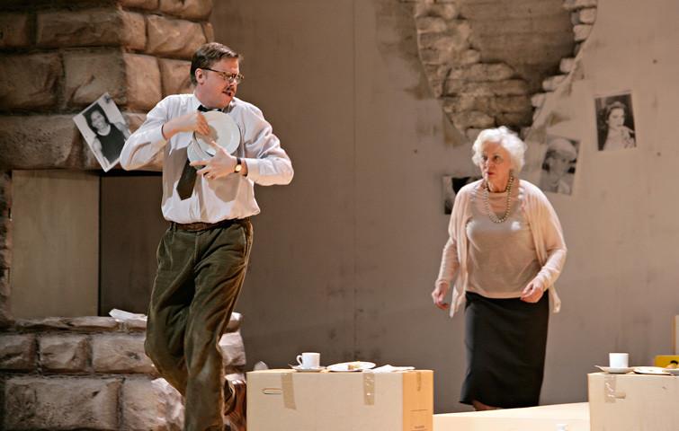 DER STEIN, Schauspiel von Marius von Mayenburg in einer Inszenierung von Nicolai Sykosch. Mieze: Katja Zinsmeister