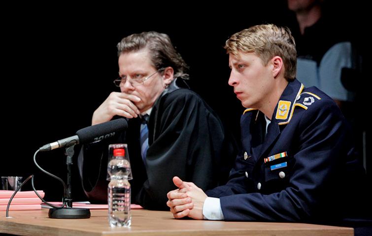 TERROR_Theater_Aachen_Thorsten_Borm_Simon_Rußig